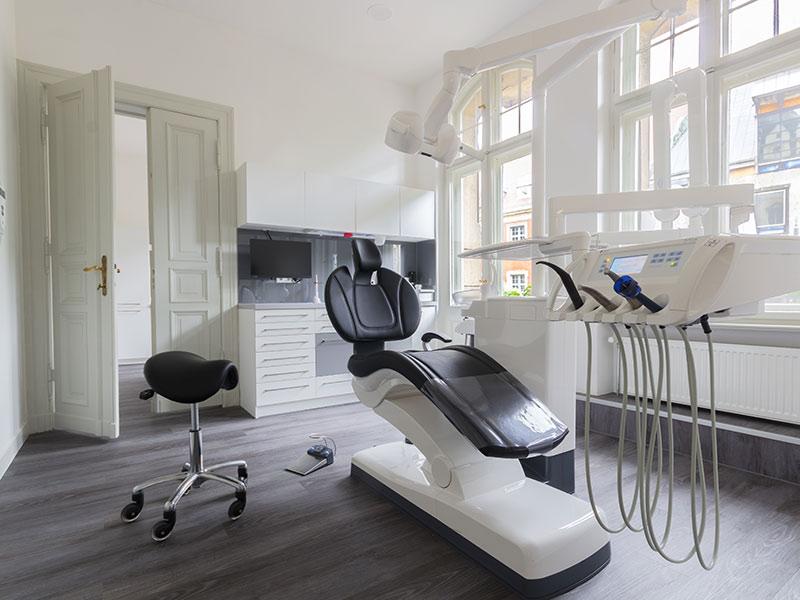 Zahnarztpraxis KarlMarx 100